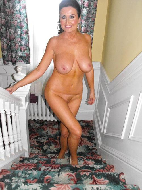 Sexy mature lady fully nude going upstairs to bedroom ...